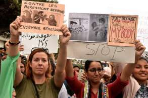 Moroccans chant slogans in Casablanca on August 23, 2017, during a protest against sexual harrasment following the sexual assault of a woman on a bus. Six teenage suspects were arrested in Morocco on August 21, after video footage of young men reportedly sexually molesting a woman on a bus caused widespread outrage on social networks. A Moroccan police statement reported the arrests of the six aged between 15 and 17 after the incident in the kingdom's economic capital Casablanca. / AFP PHOTO / STRINGER