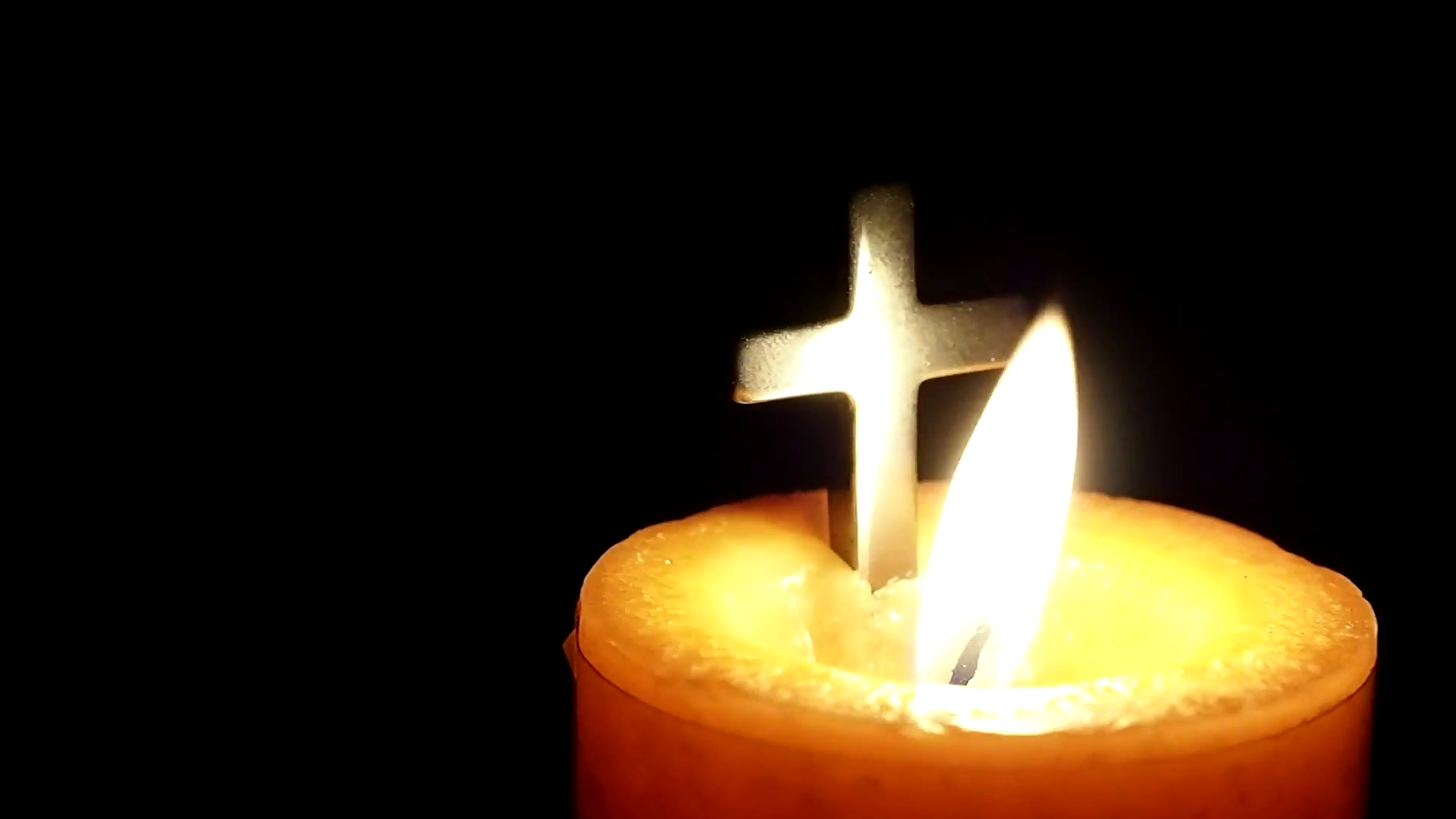 candle-and-christian-cross-closeup_qk_inlvc__F0000