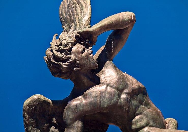 237319-2000x1412-air mancur-malaikat-yang jatuh