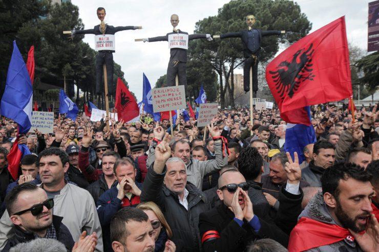 27841951_2017-02-18T153536Z_1565003902_RC14FCAFA2A0_RTRMADP_3_ALBANIA-PROTEST