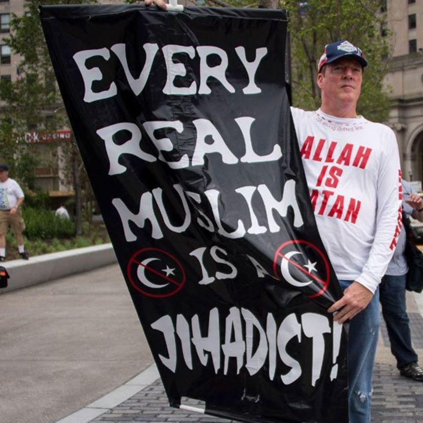 anti-muslim-protestor