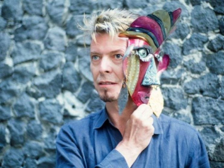 museum david-bowie-mask-frida-kahlo