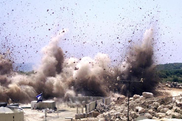 Asap mengepul dari pos tentara Israel b