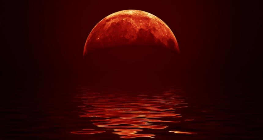 Longest-Lunar-Eclipse-Blood-Red-Moon-i489485813