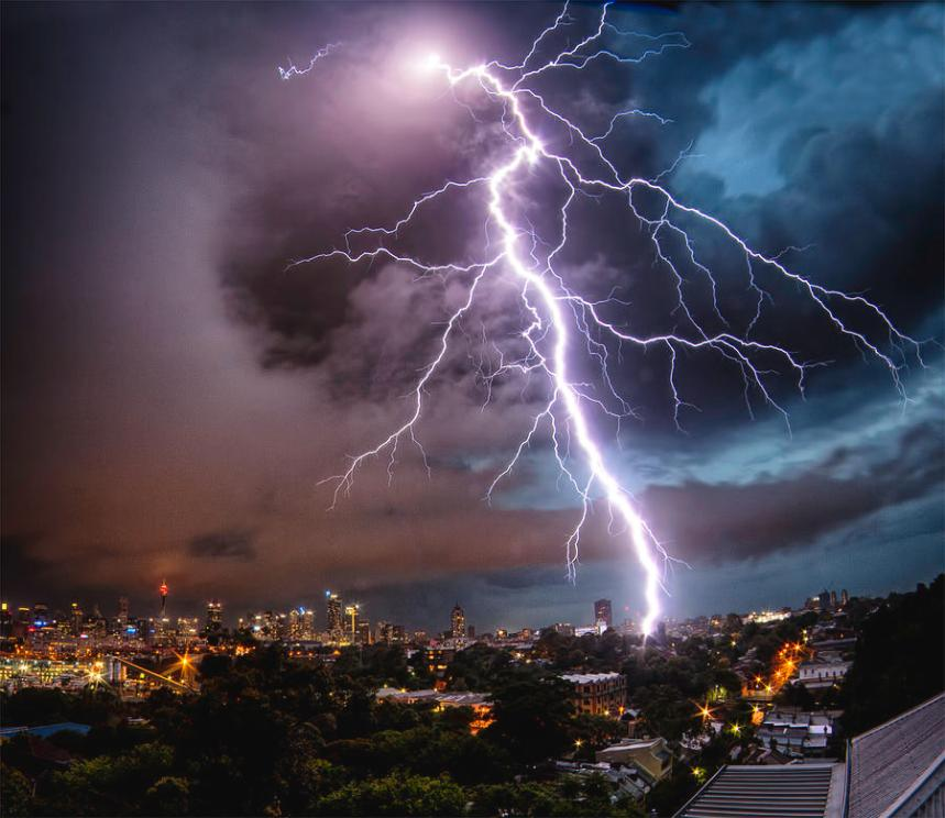 sydney-summer-lightning-strike-australian-land-city-people-scape-photographer