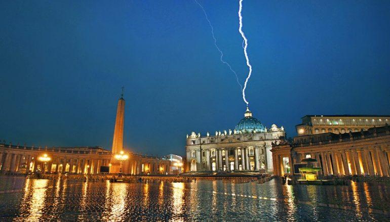 lightningboltvatican2013-770x439_c