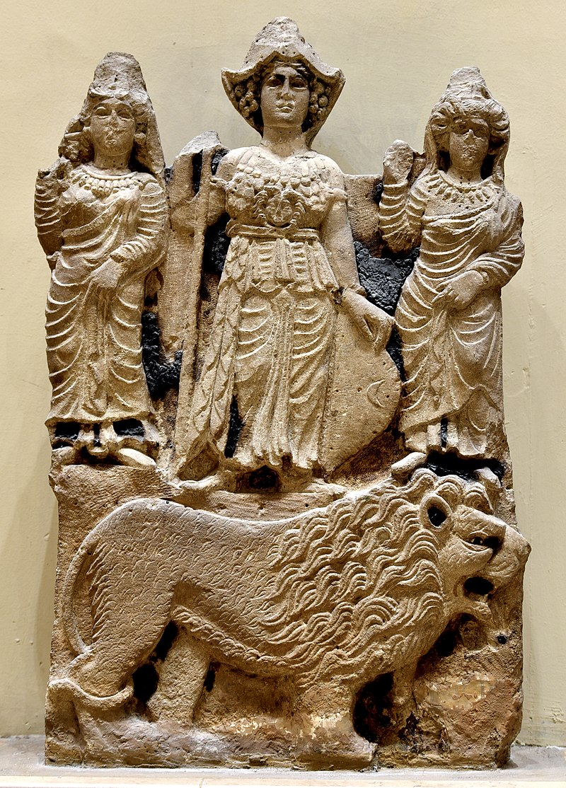 800px-Relief_of_the_Arabian_goddess_Al-Lat,_Manat_and_al-Uzza_from_Hatra._Iraq_Museum